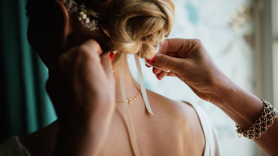 elegancka biżuteria na ślub i wesele